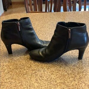 Women's Bandolino black leather booties size 7.5